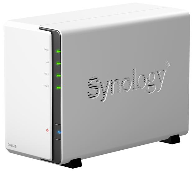Dette er et billede af Synology DS212j Diskstationen set forfra.